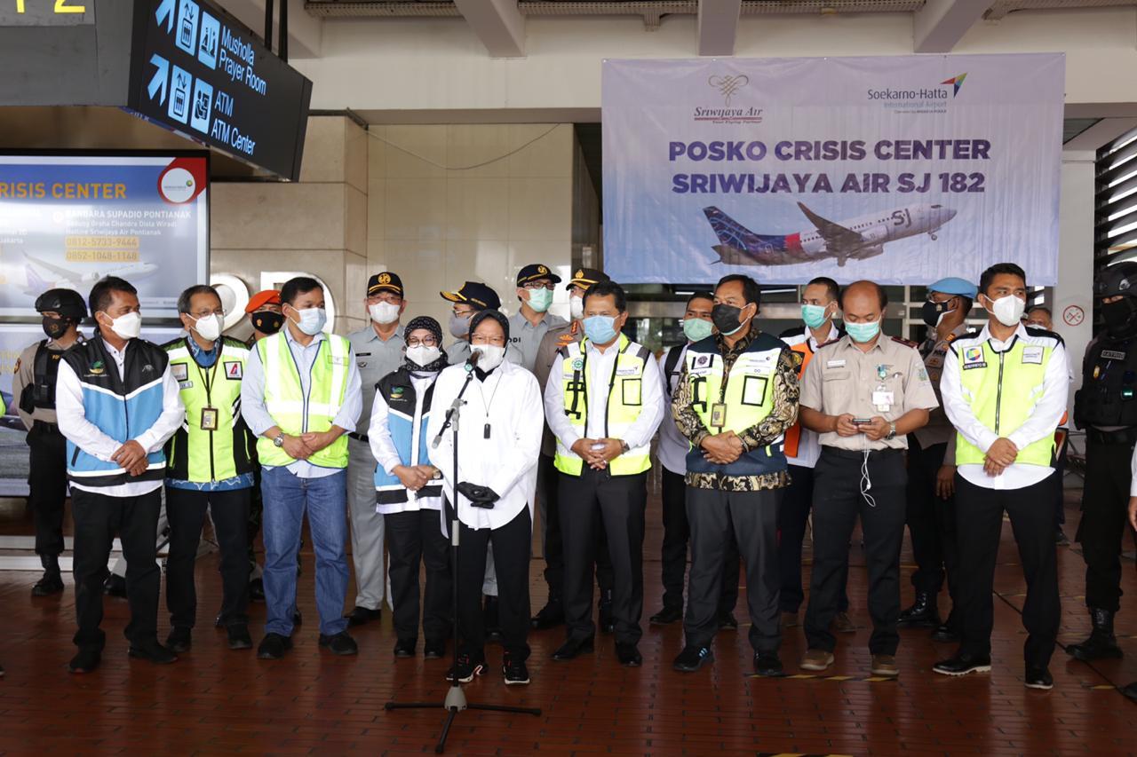 """Menteri Sosial RI Kunjungi Posko """"Crisis Center: Terminal 2 Soekarno Hatta"""