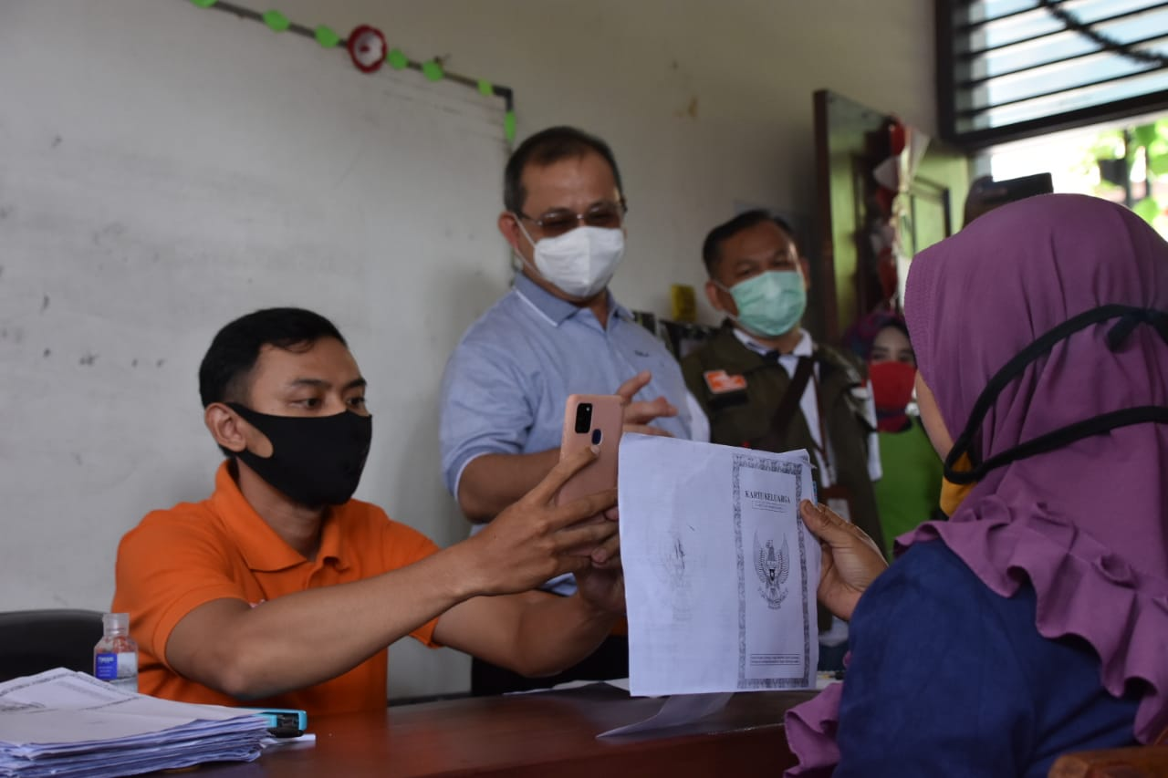 First in Tangerang City, the Ministry of Social Affairs Monitors the First Phase of 2021 BST Distribution