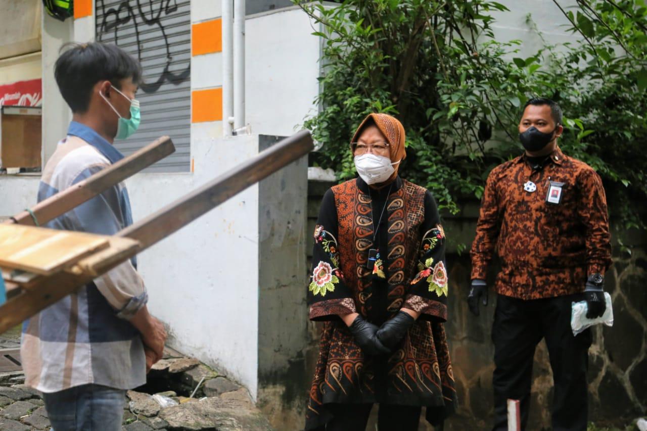 Mensos Risma 'Blusukan' di Area Prapanca, Jakarta Selatan