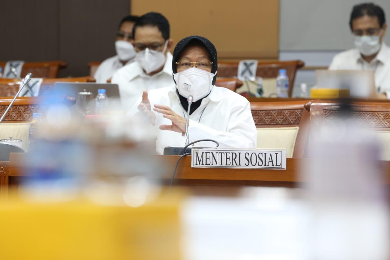 Perdana, Mensos Risma Hadiri Raker Komisi VIII DPR RI