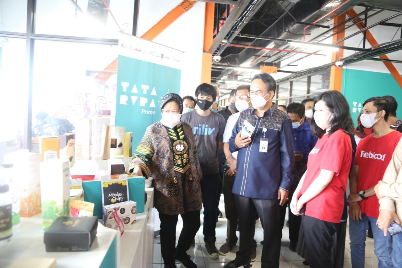 Mensos Risma Kunjungi Fasilitas Publik di Surabaya