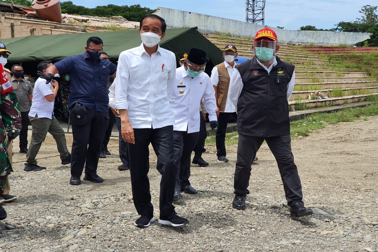 Presiden Jokowi Temui Pengungsi Gempa Sulbar
