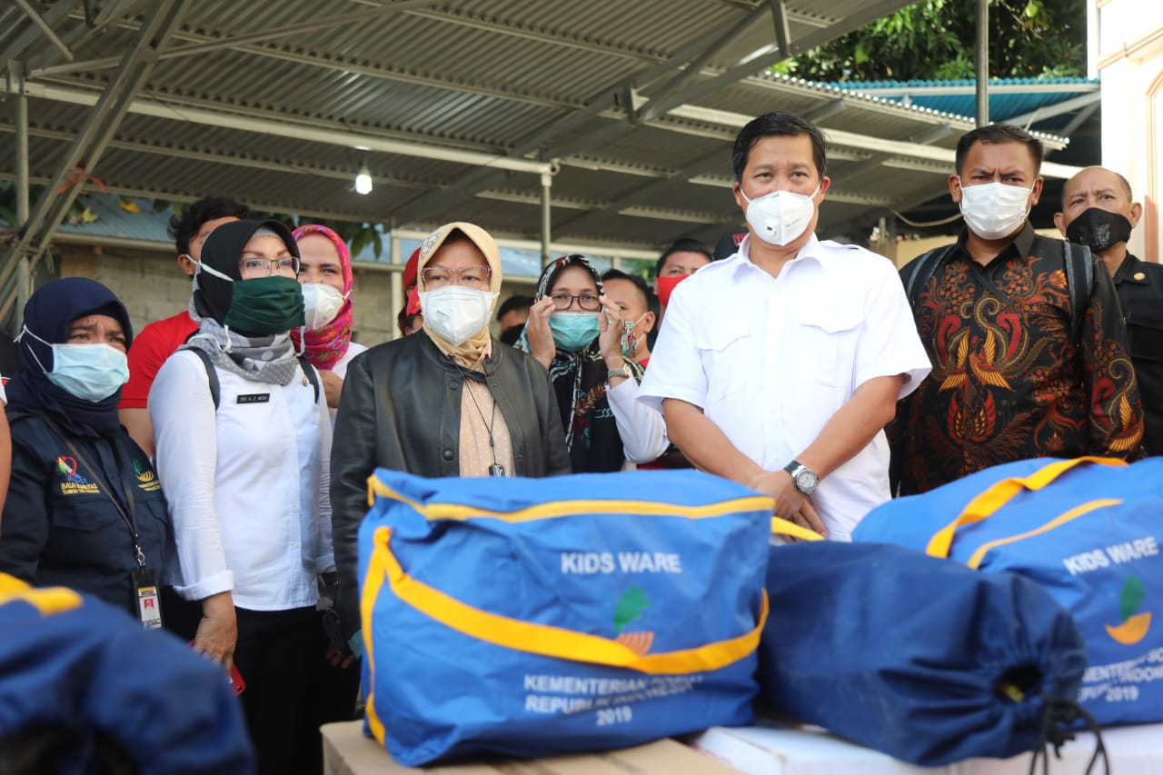 Minister of Social Affairs Visits 3 Flood and Landslide Disaster Locations in Manado