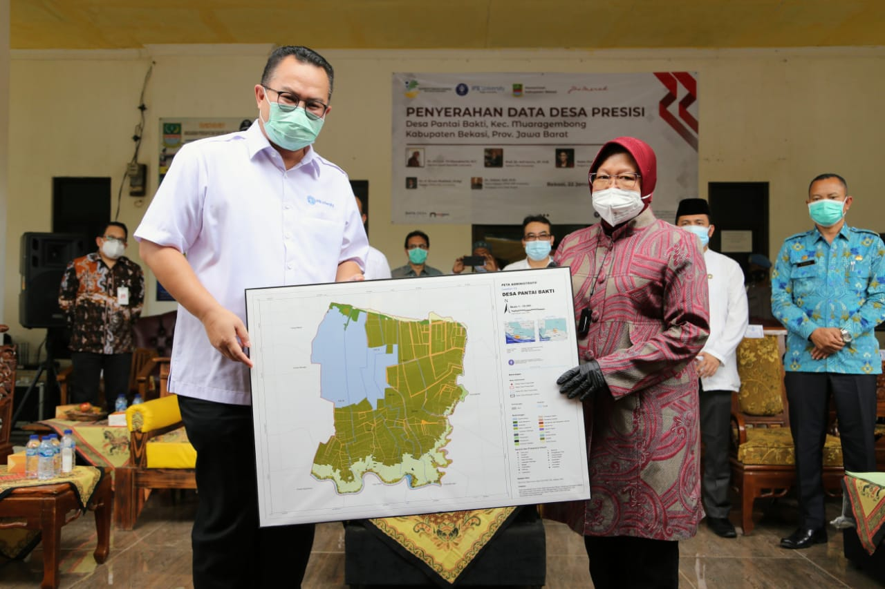Penyerahan Hasil Kegiatan Membangun Data Desa Presisi