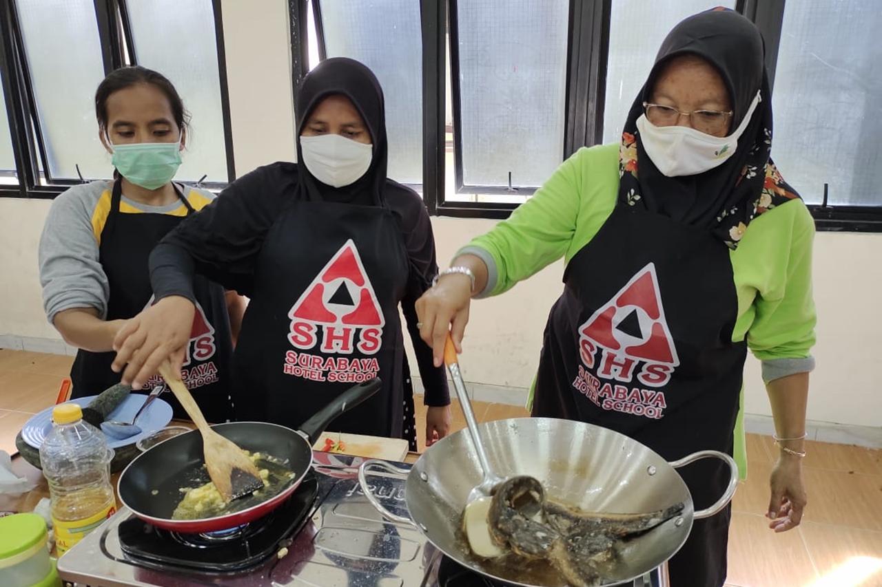 PPKS di Balai Karya Bekasi Ikuti Pelatihan Keterampilan Memasak