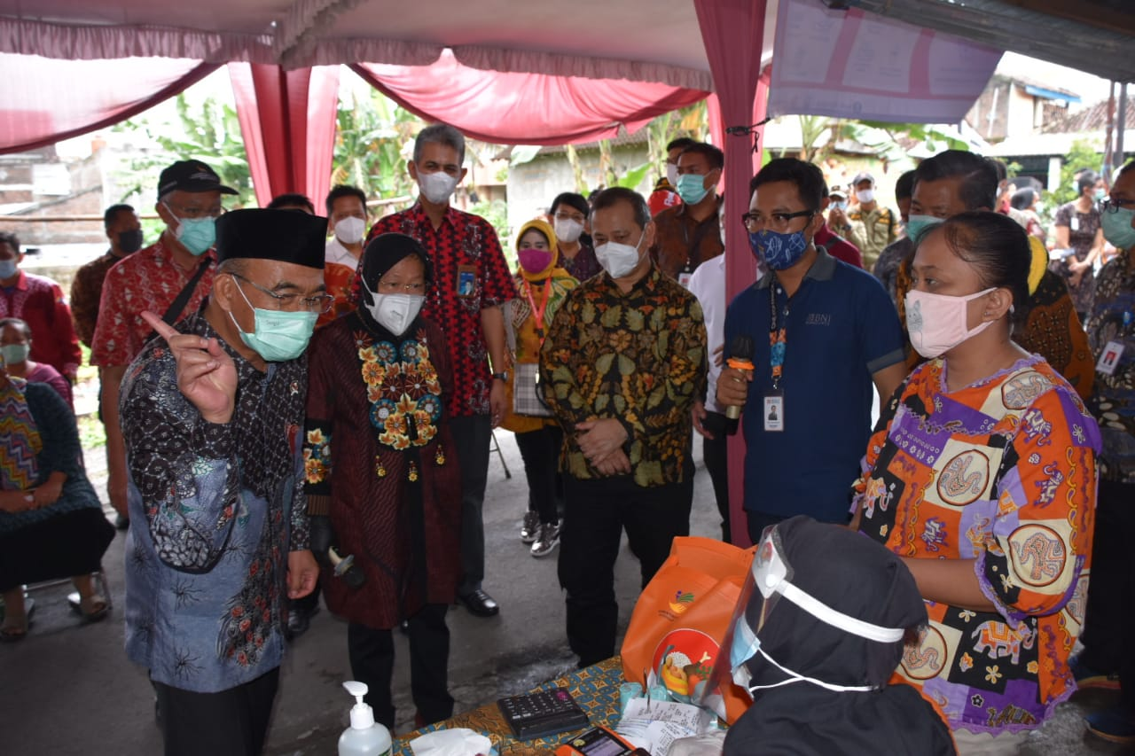 Kunjungi Surakarta, Mensos dan Menko PMK Pastikan KPM Terima BST