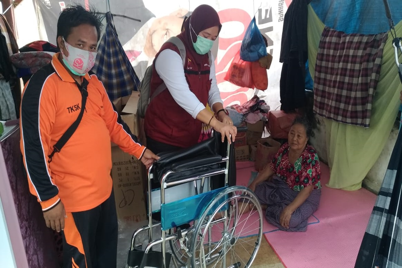 "Elderly Center ""Gau Mabaji"" Distributes Accessibility Aid for Elderly Victims of the Earthquake"