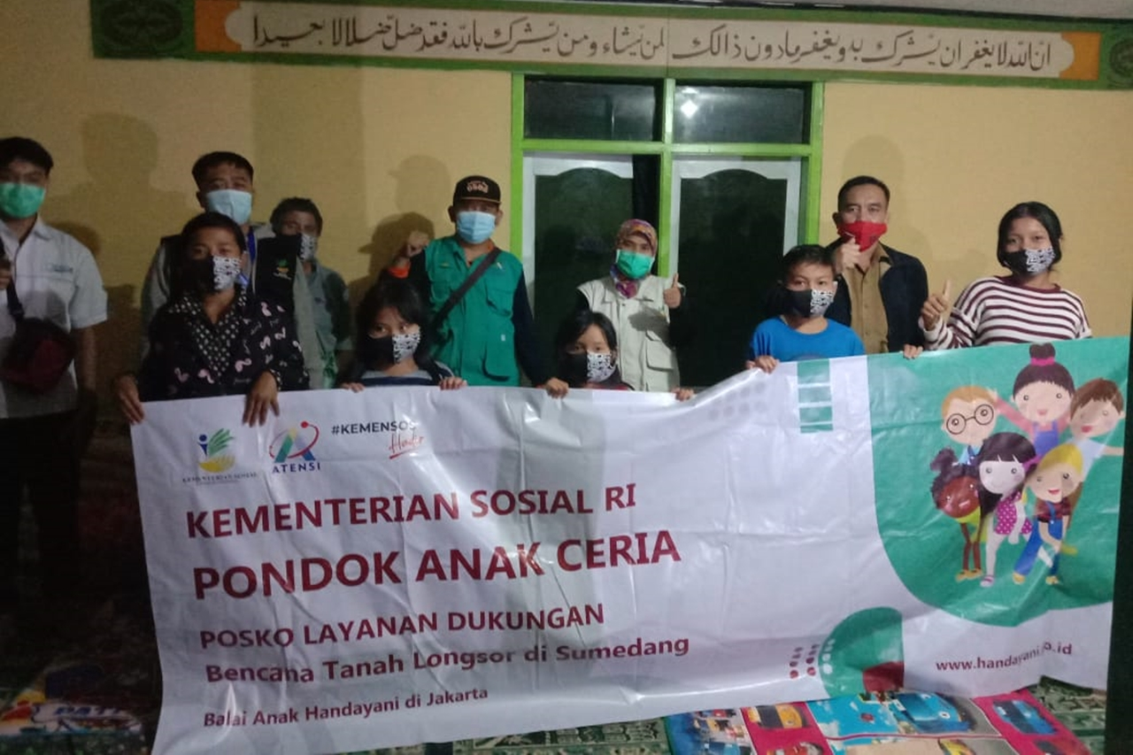 "Balai Anak ""Handayani"" Turunkan Tim LDP ke Lokasi Tanah Longsor di Sumedang"