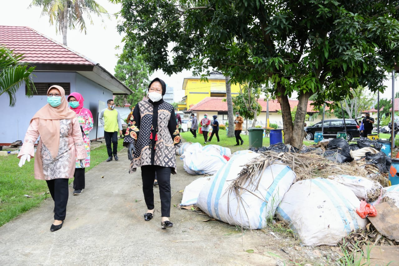"Again, Minister of Social Affairs Visits ""Pangudi Luhur"" Hall"