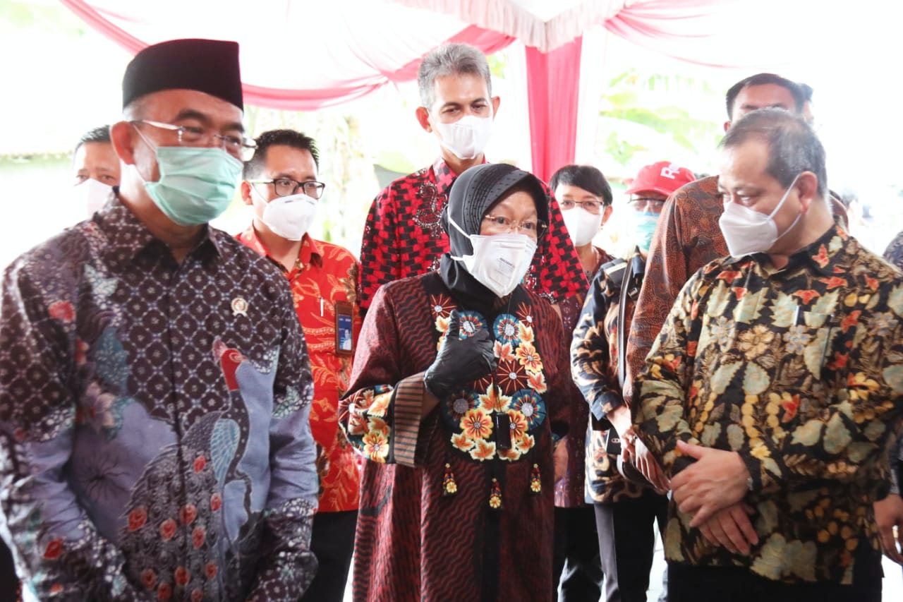 Mensos Hadiri Proses Penyaluran Program Sembako di Surakarta