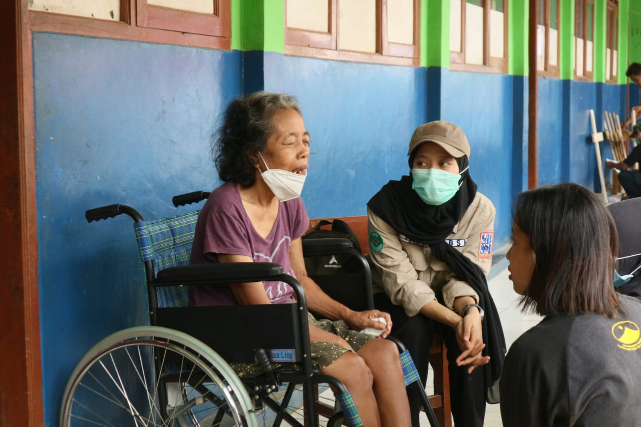 SBSM Poltekesos Bantu Kelompok Rentan Korban Longsor Cimanggung