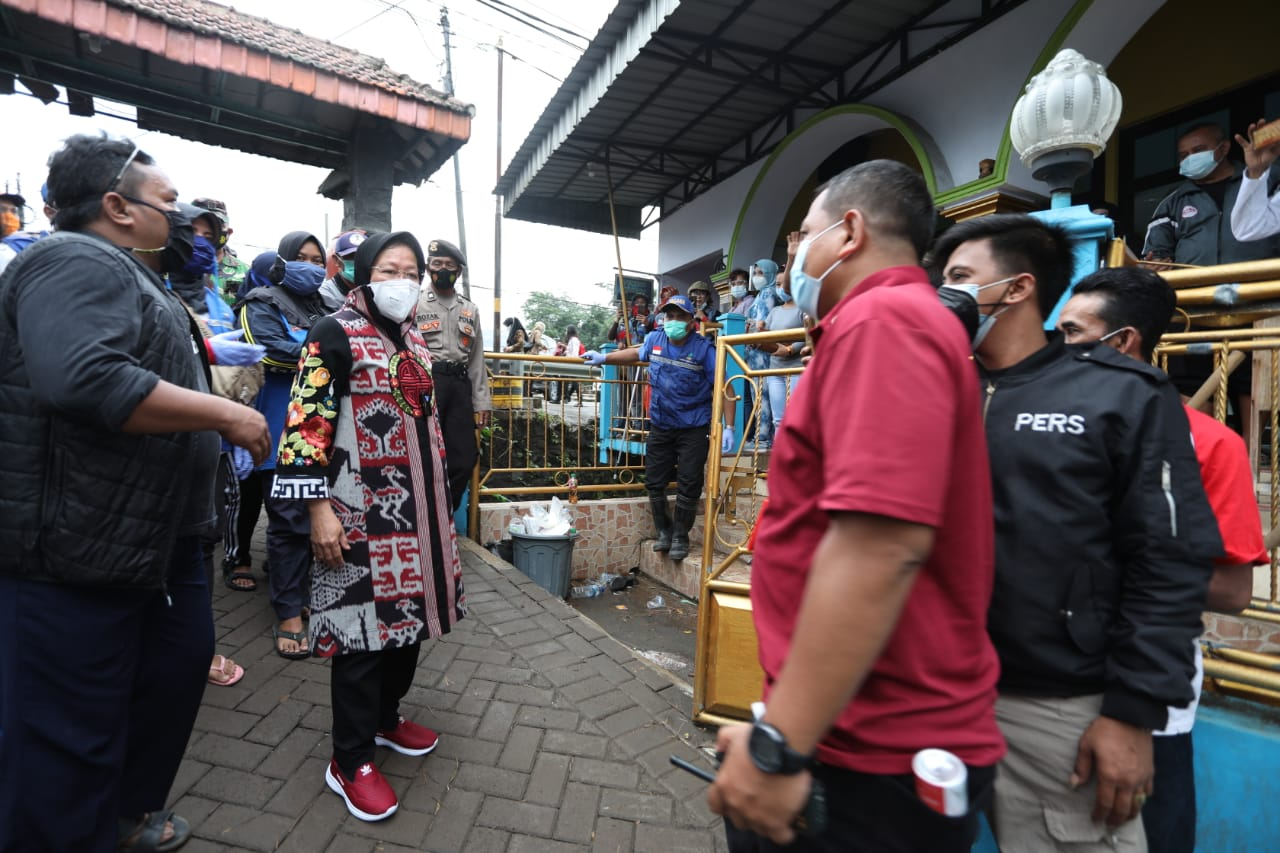 Ministry of Social Affairs Gives Donation for Flood Victims in Pasuruan Regency