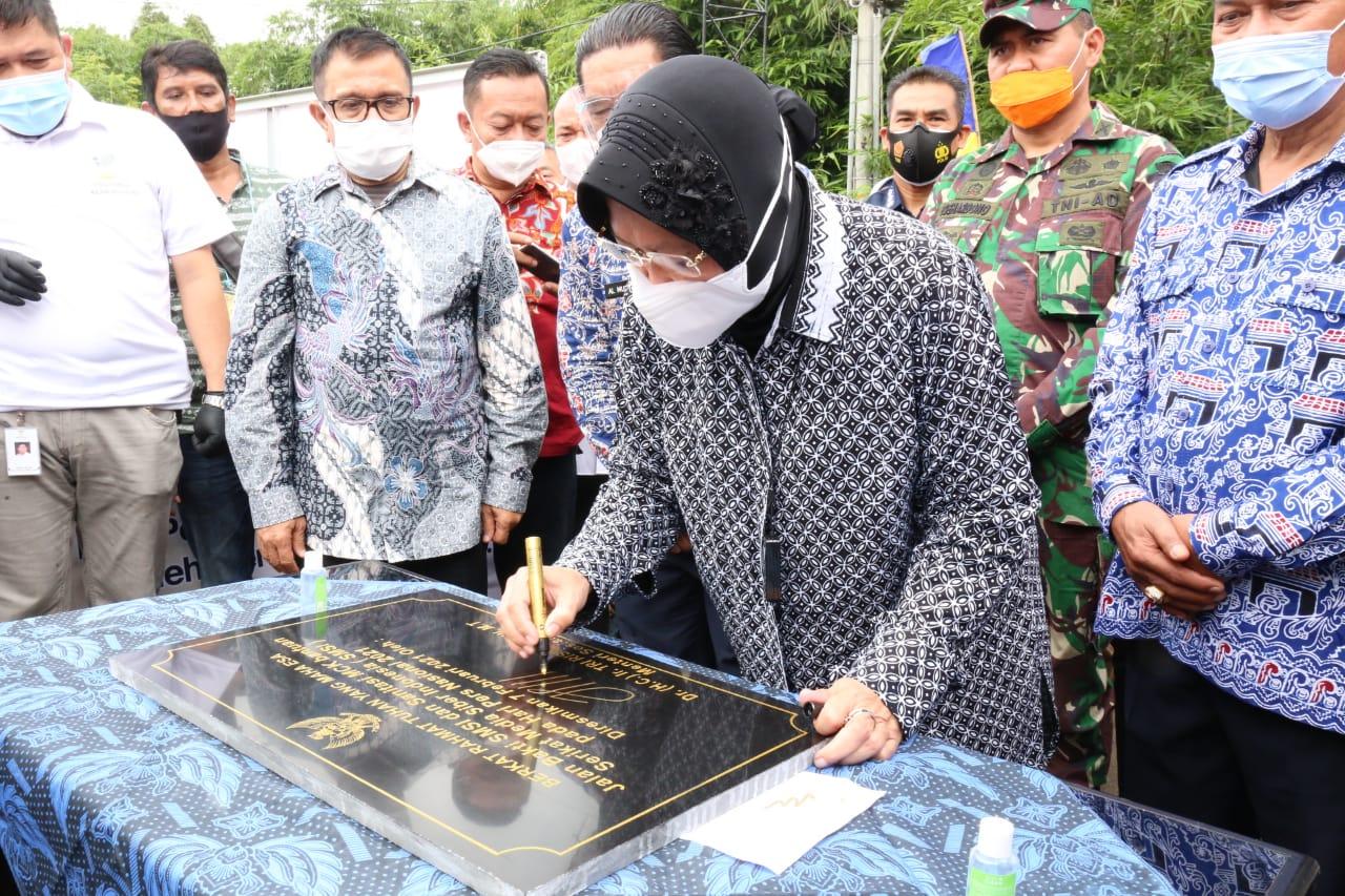 Mensos Resmikan Jalan dan MCK di Banten