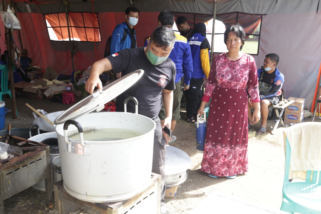 The Ministry of Social Affairs is Still Routinely Preparing 4000 Packaged Rice for Flood Survivors in Subang