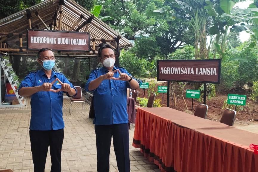 Dirjen Rehsos Meninjau Agrowisata Lansia Balai Lansia Budhi Dharma Bekasi