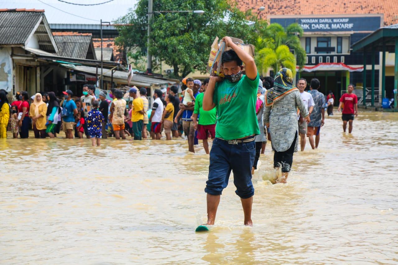 Kemensos Serahkan Mesin 'Genset' dan Tenda untuk Bantu Penanganan Banjir Subang