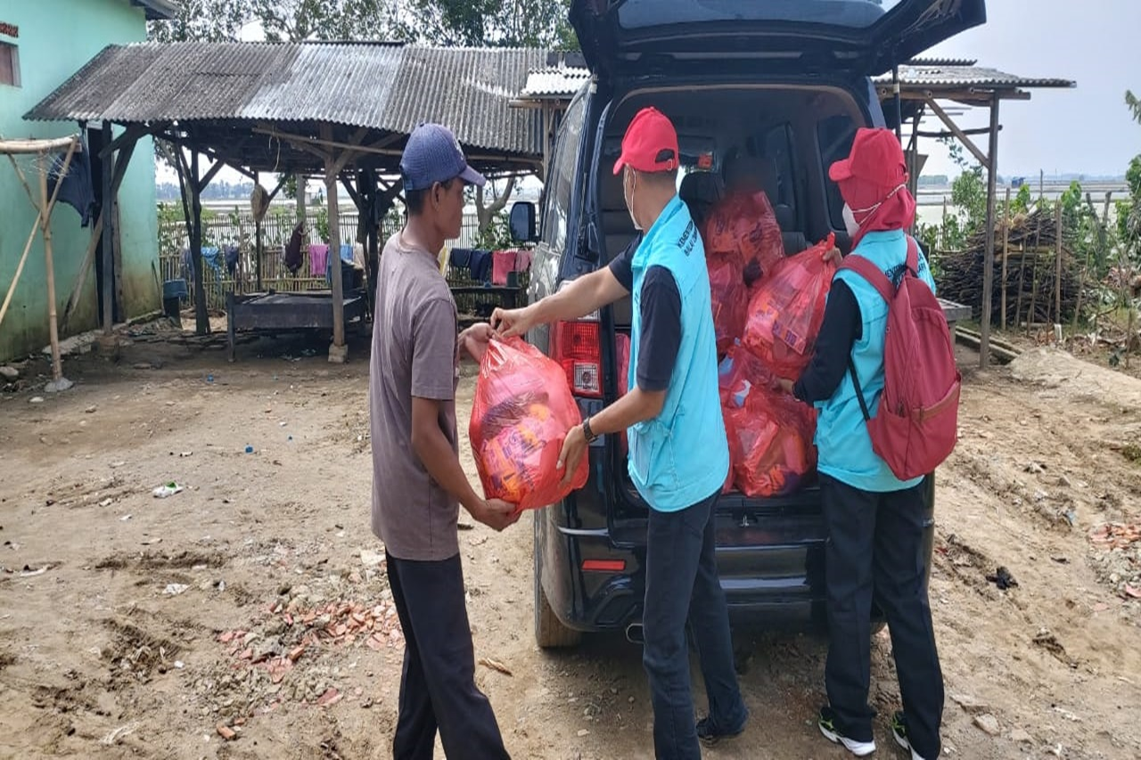 Ministry of Social Affairs Comes Again, Helping Flood Victims in Karawang