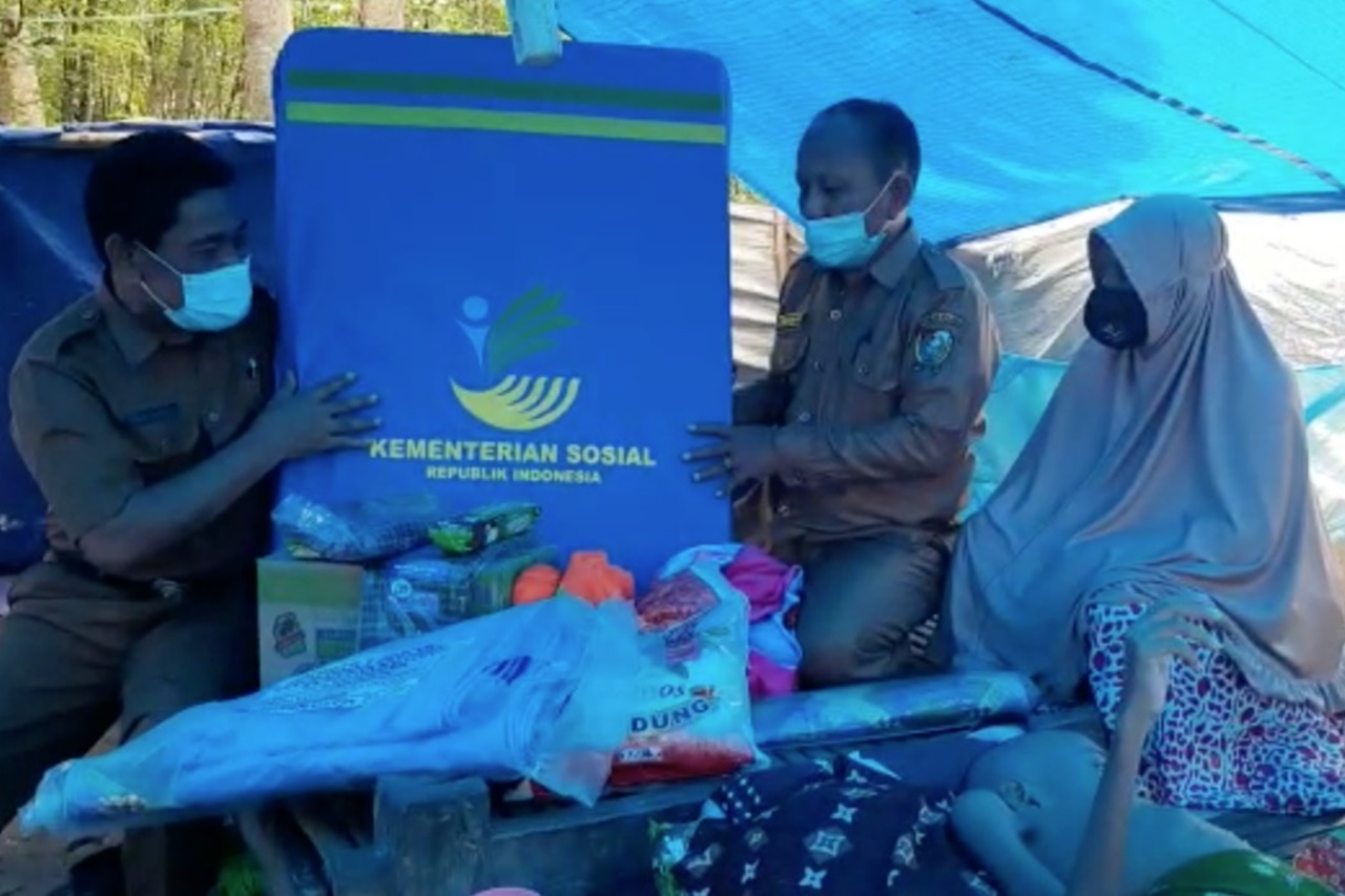 Kemensos Serahkan Kursi Roda untuk Bocah dengan Kelainan Tulang Belakang Penyintas Gempa Majene