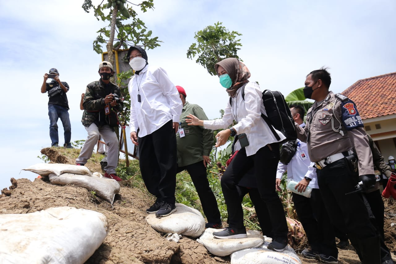 Mensos Dampingi Presiden Tinjau Tanggul Citarum