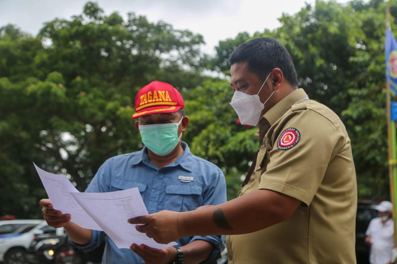 Pengecekan Ketersediaan Logistik bagi Korban Banjir Bekasi