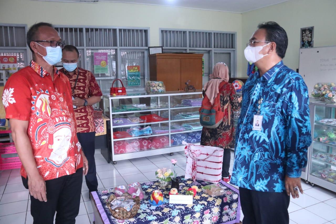 """Sentra Kreasi ATENSI Balai Disabilitas """"Phala Martha"""" Sukabumi Siapkan Konsep Kafe Kebun"""