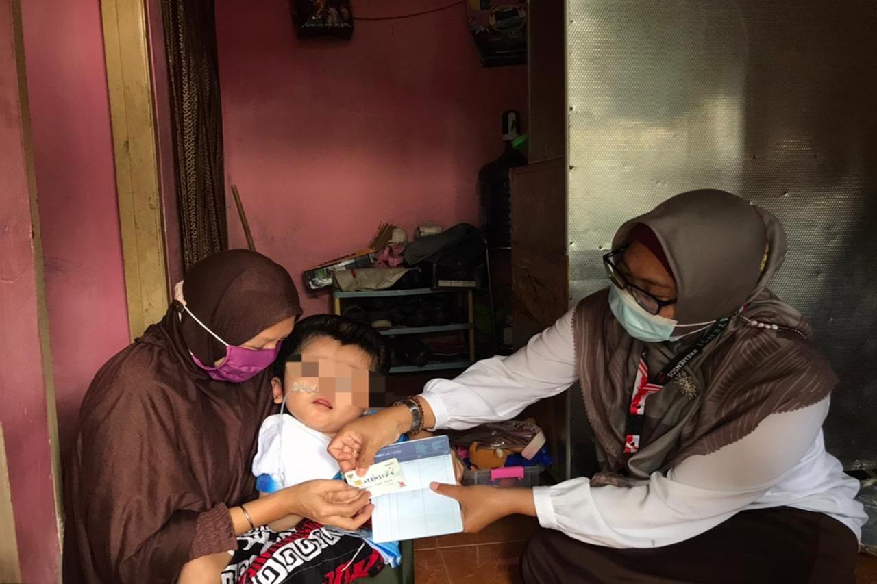Perkuat Ekonomi Keluarga PM Hidrosefalus, Mensos Berikan Bantuan 5 Juta