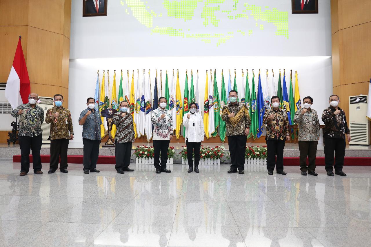 Penandatanganan MOU dengan Kemendagri dan Forum Rektor Indonesia