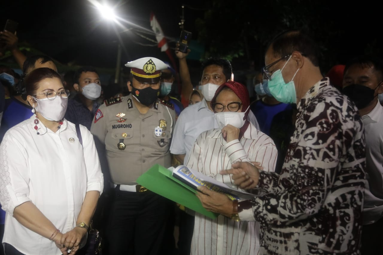 Ministry of Social Affairs Present for Flood Affected Residents in Magetan