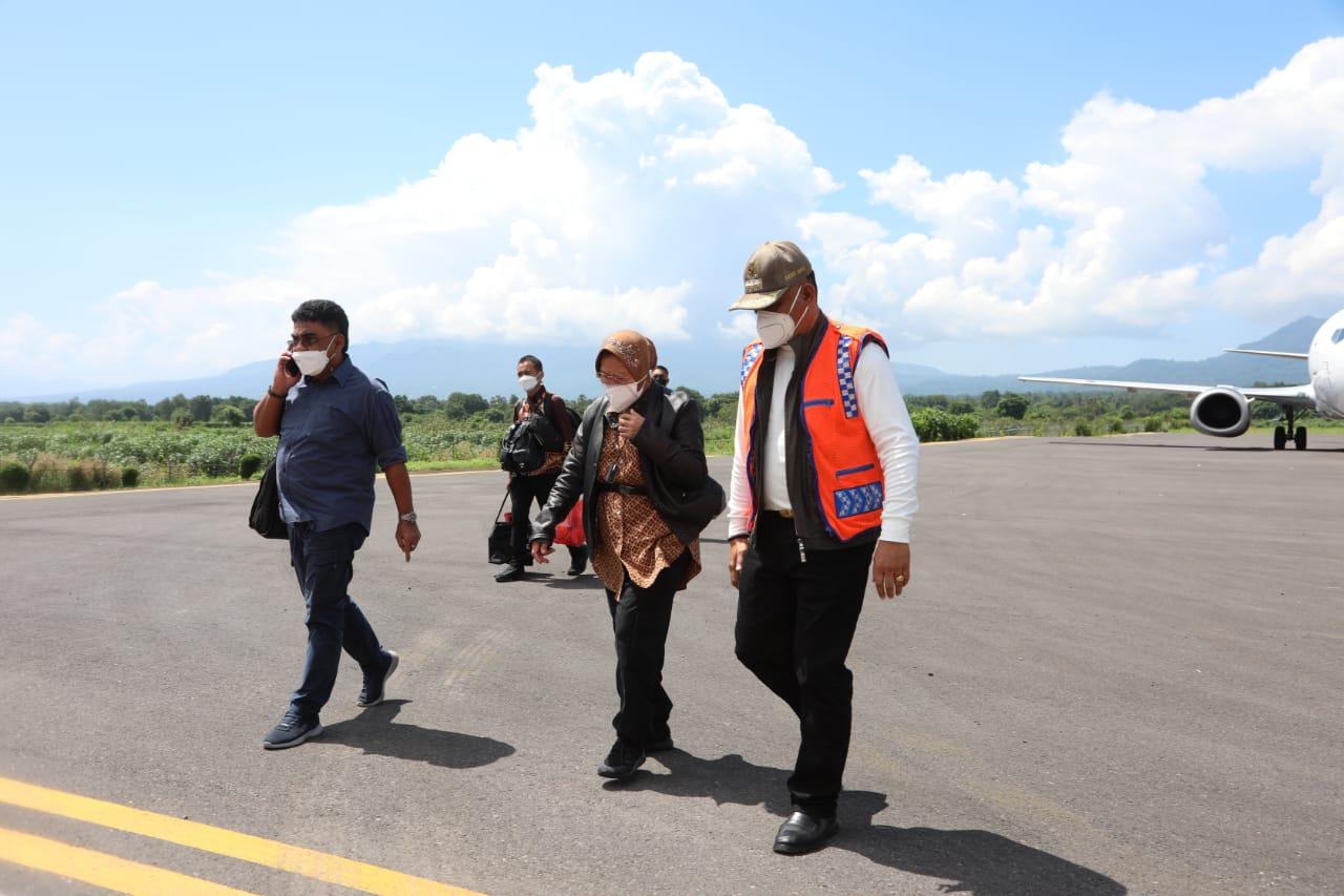 Mendarat Maumere Pagi Ini, Mensos Lanjutkan Perjalanan 3 Jam Menuju Larantuka