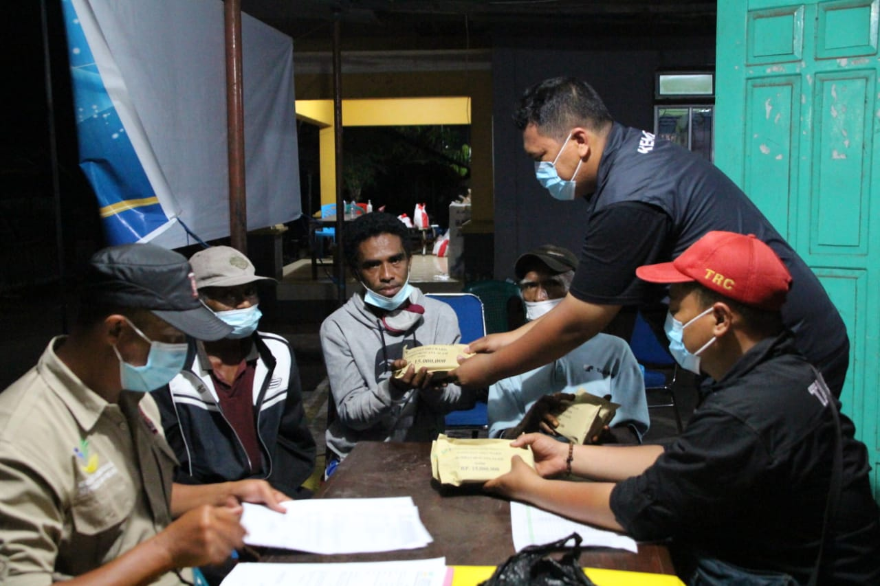 Handover of Inheritance Compensation for the Families of Flood Victims in East Flores