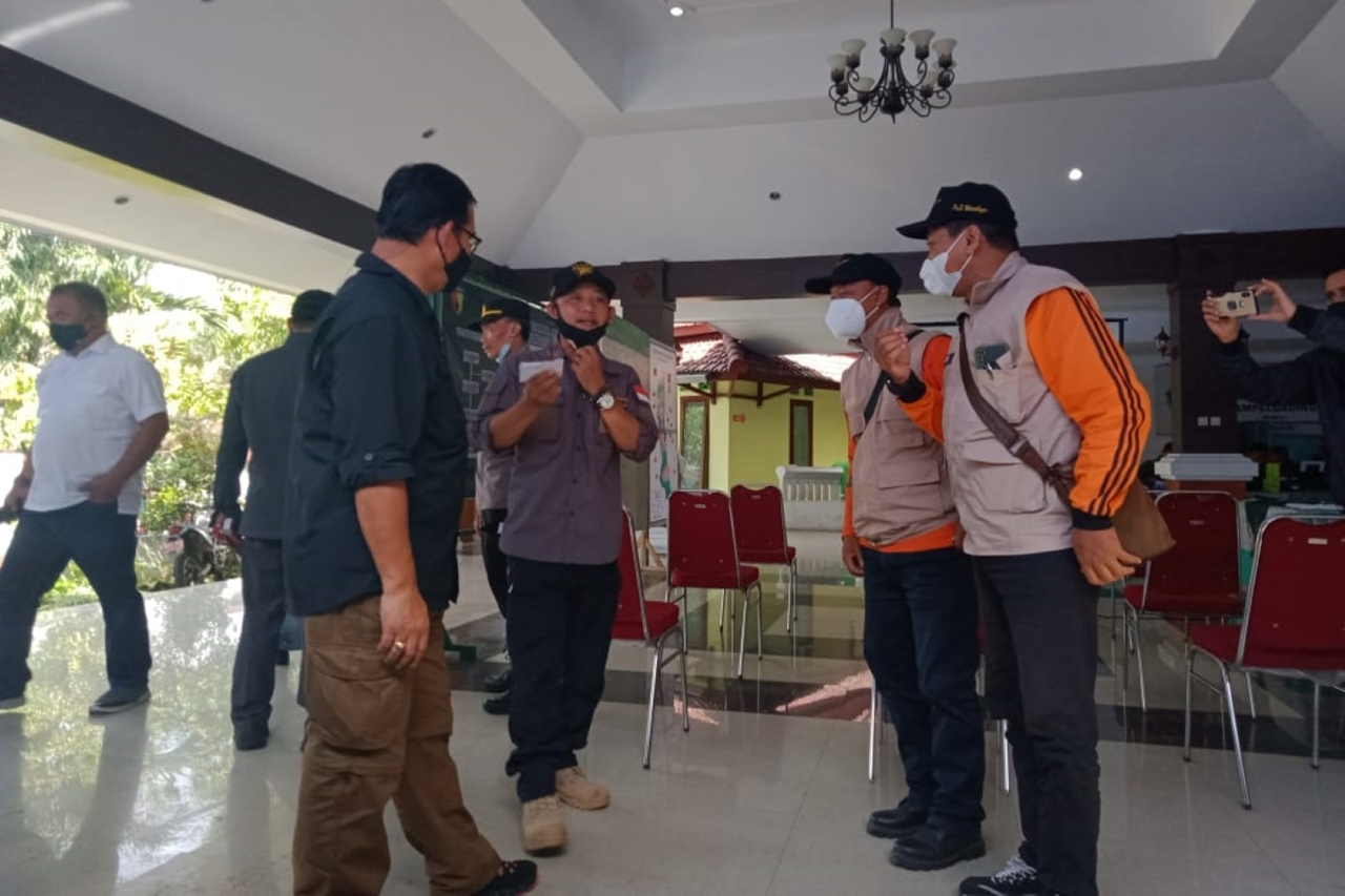 Social Minister Gives Compensation for East Java Earthquake Victims, TRC BBPPKS Yogya Comes to Rescue