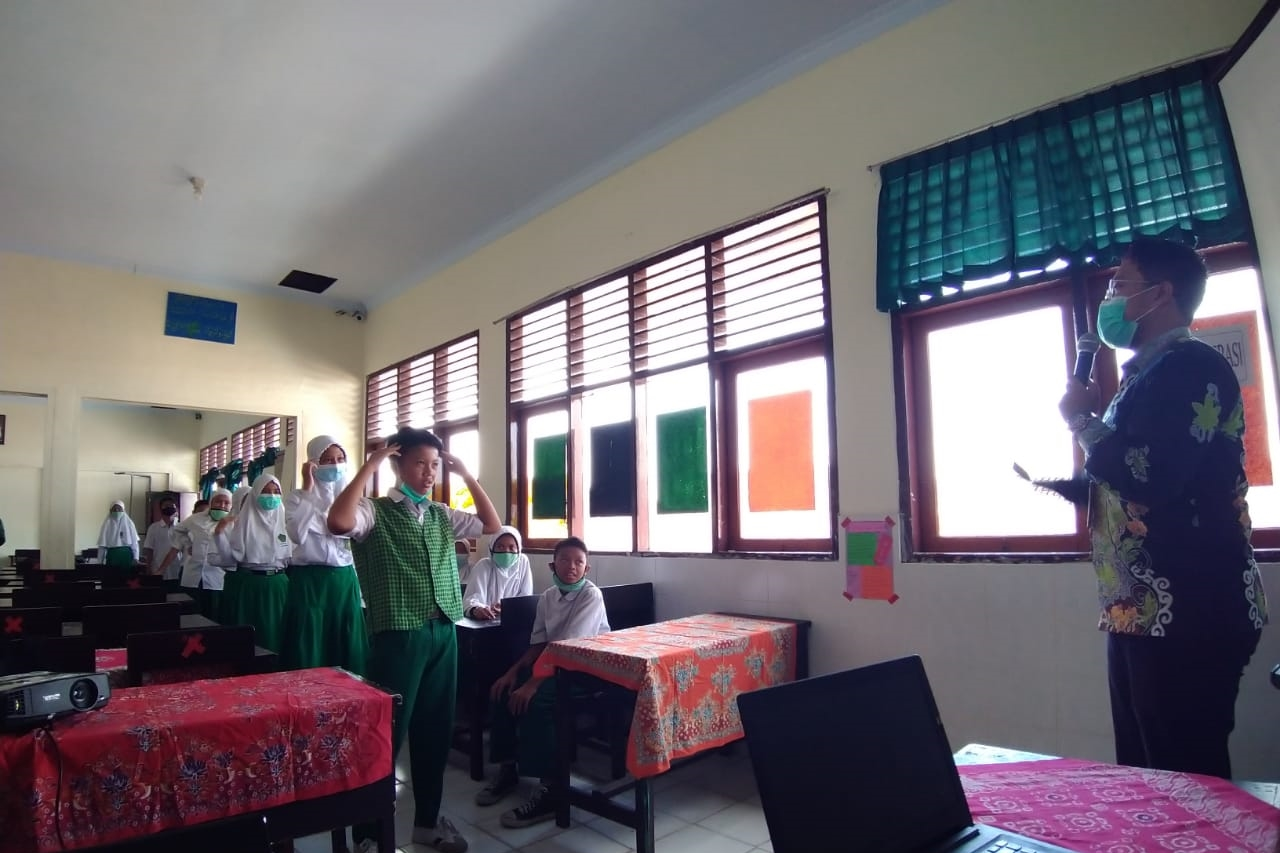 "Ministry of Social Affairs Conducts ""Social Worker Goes To School"" Anticipating Child Violence in Lombok"