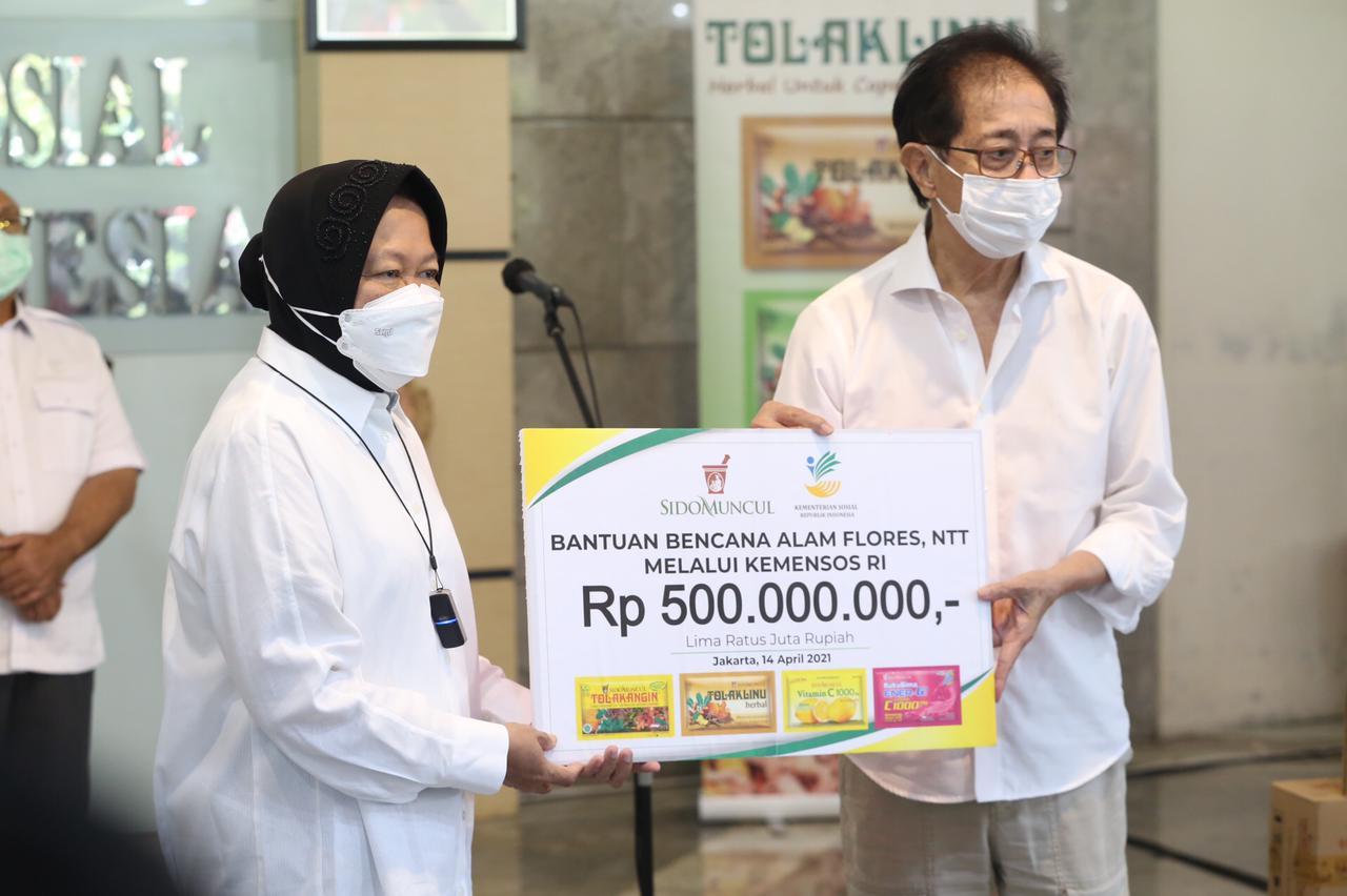 Sido Muncul Serahkan Bantuan Untuk Korban Bencana Alam di NTT Melalui Kemensos