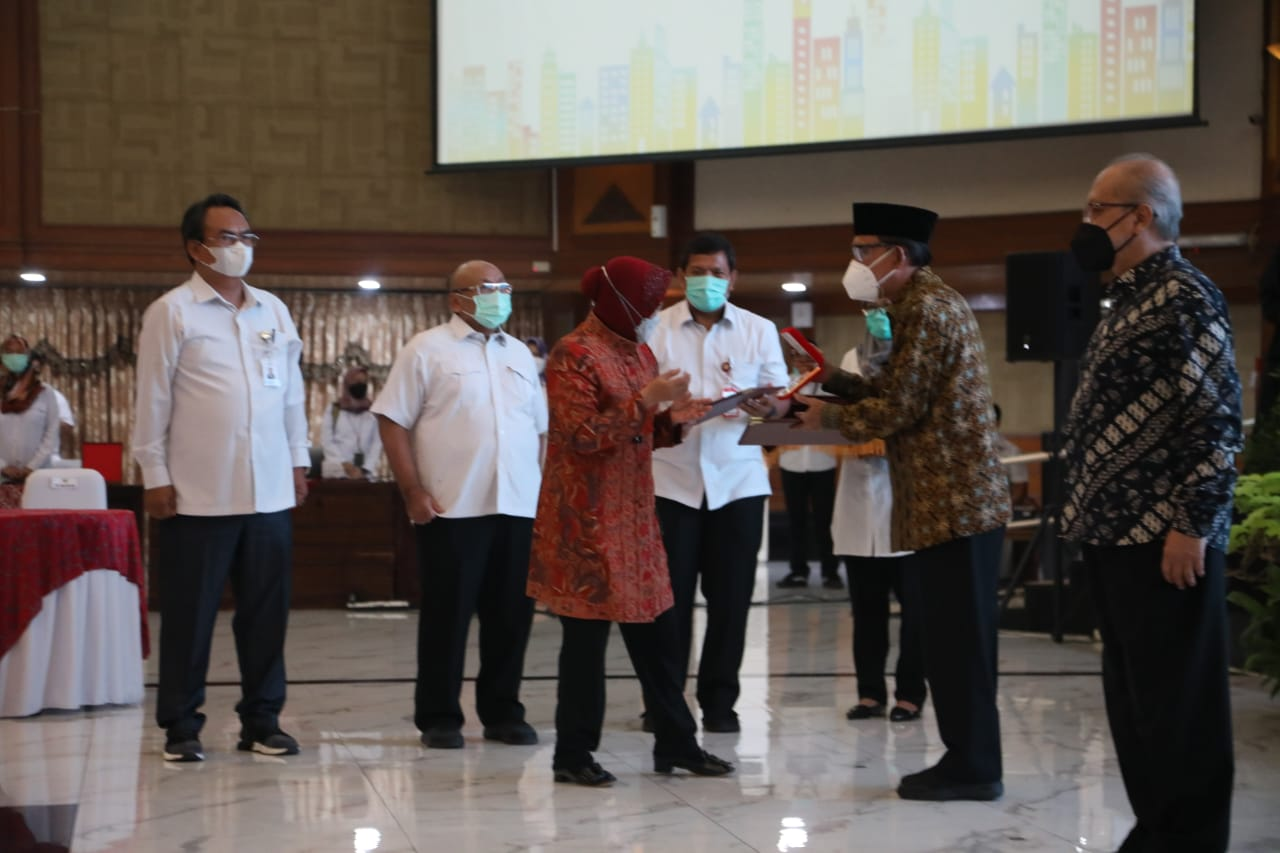 The President of the Republic of Indonesia Awarded the Satya Pioneer of Independence Badge to 6 Heirs
