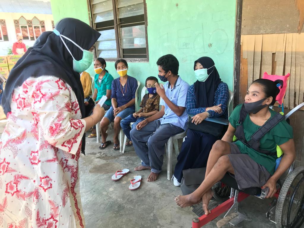Paket Bantuan Balai Disabilitas Wirajaya Makassar Sasar Korban Banjir di Sumba Timur
