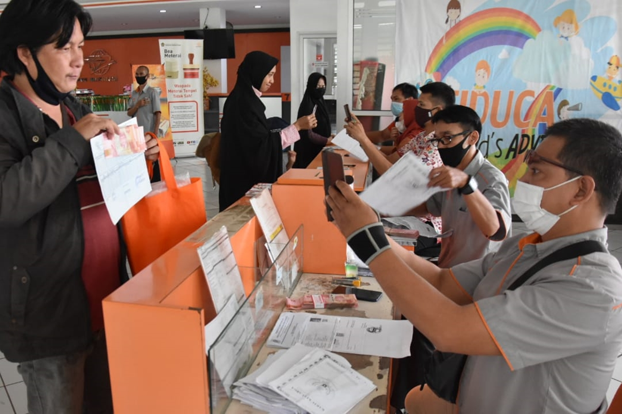 Cibinong Post Office Maximizes Distribution of Cash Social Assistance