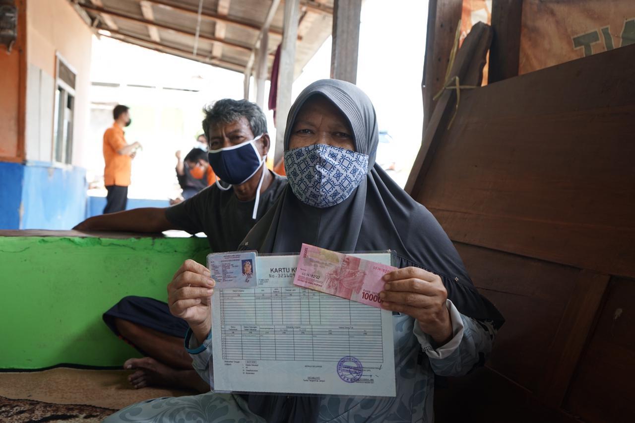 Kekompakan Aparat Sukseskan Penyaluran BST di Kabupaten Bekasi