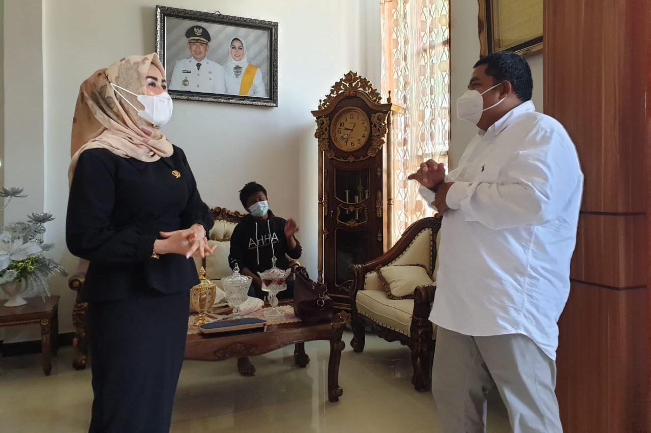 "Chairman of Dekranasda Sigi Supports the Development of SKA ""Nipotowe"" Center for Disabilities"