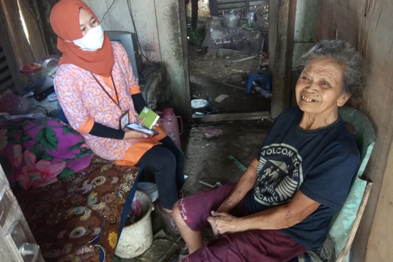 """The Quick Response of the Center for Disability """"Kartini"""" to Help the Neglected Elderly"""