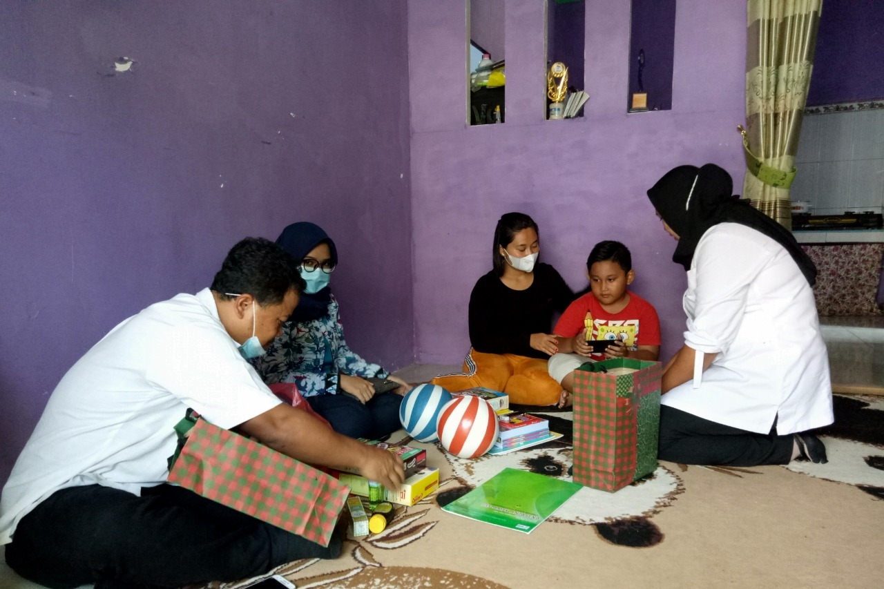 The Ministry of Social Affairs Continues LDP and Provides ATENSI Assistance for the Families of Nanggala 402 Crew in Sidoarjo