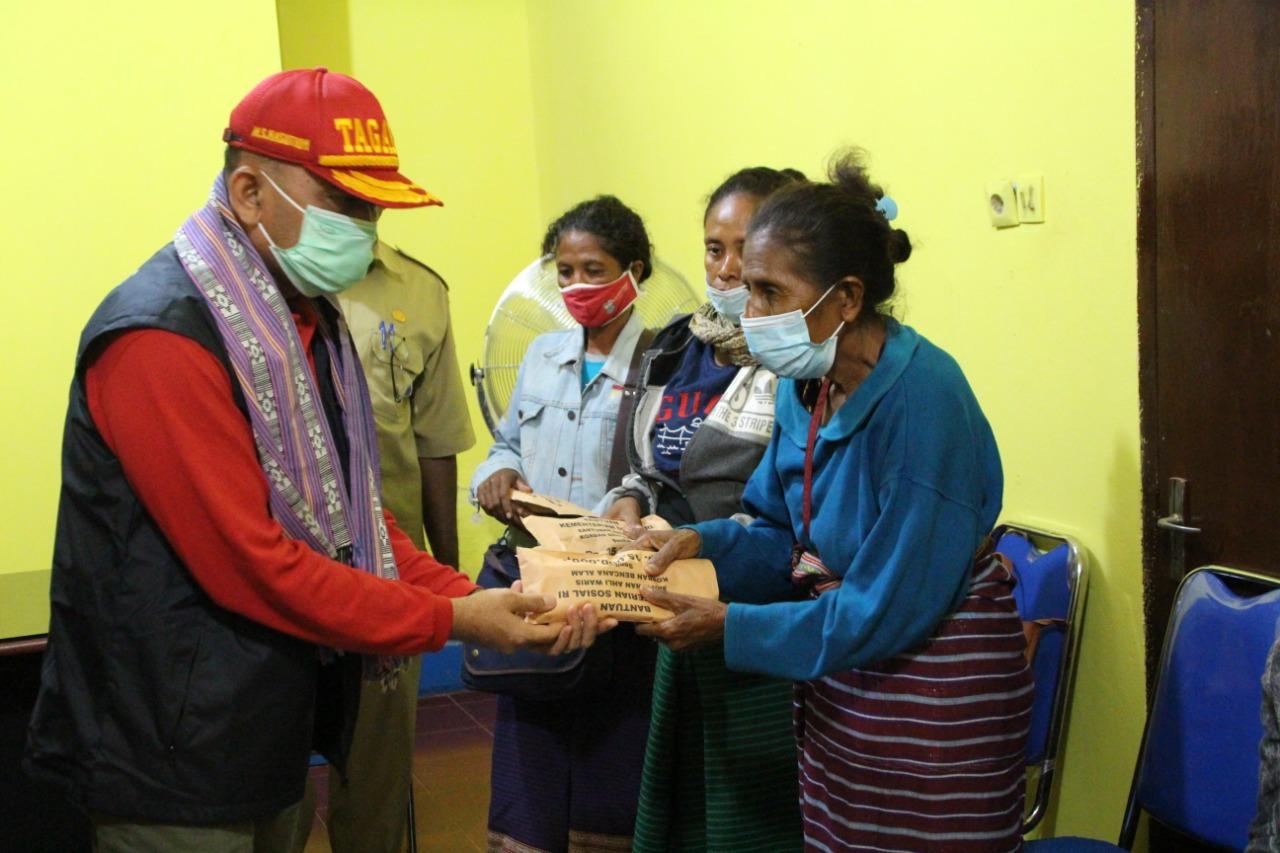 Pasca Siklon Seroja, Kemensos Salurkan 135 Juta Santunan Ahli Waris