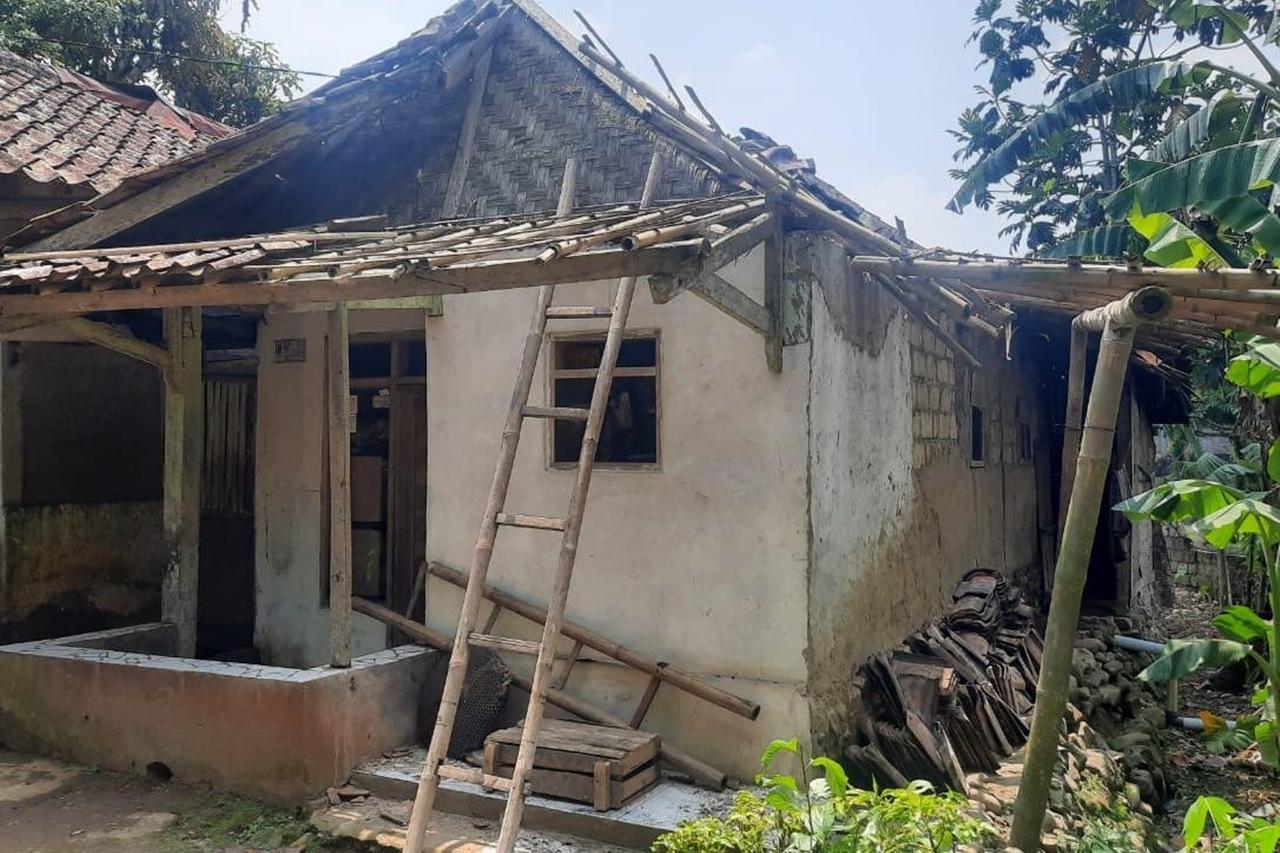 Kemensos Berikan Dukungan Psikososial pada Korban Tanah Longsor di Sukabumi