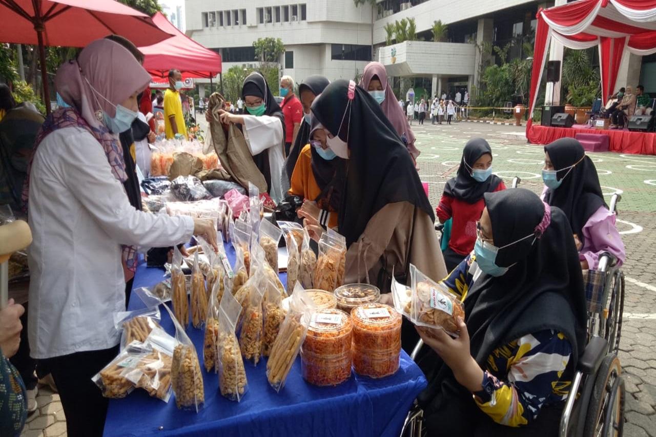 "Balai Wyata Guna Meriahkan Bazaar Ramadhan ""Belanja Murah Bareng Mensos"""
