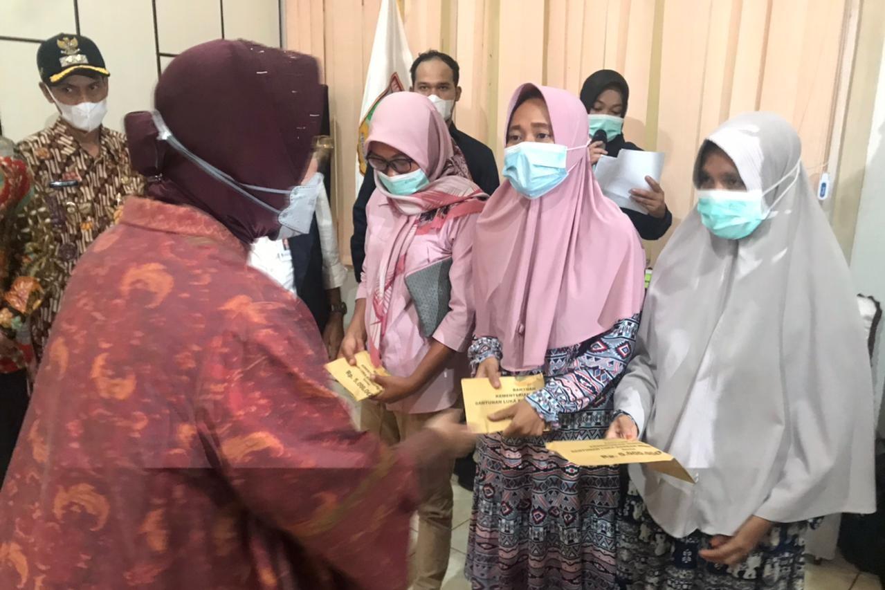 Tak Kenal Lelah, Mensos Berikan Bantuan Bagi Korban Longsor di Kabupaten Solok