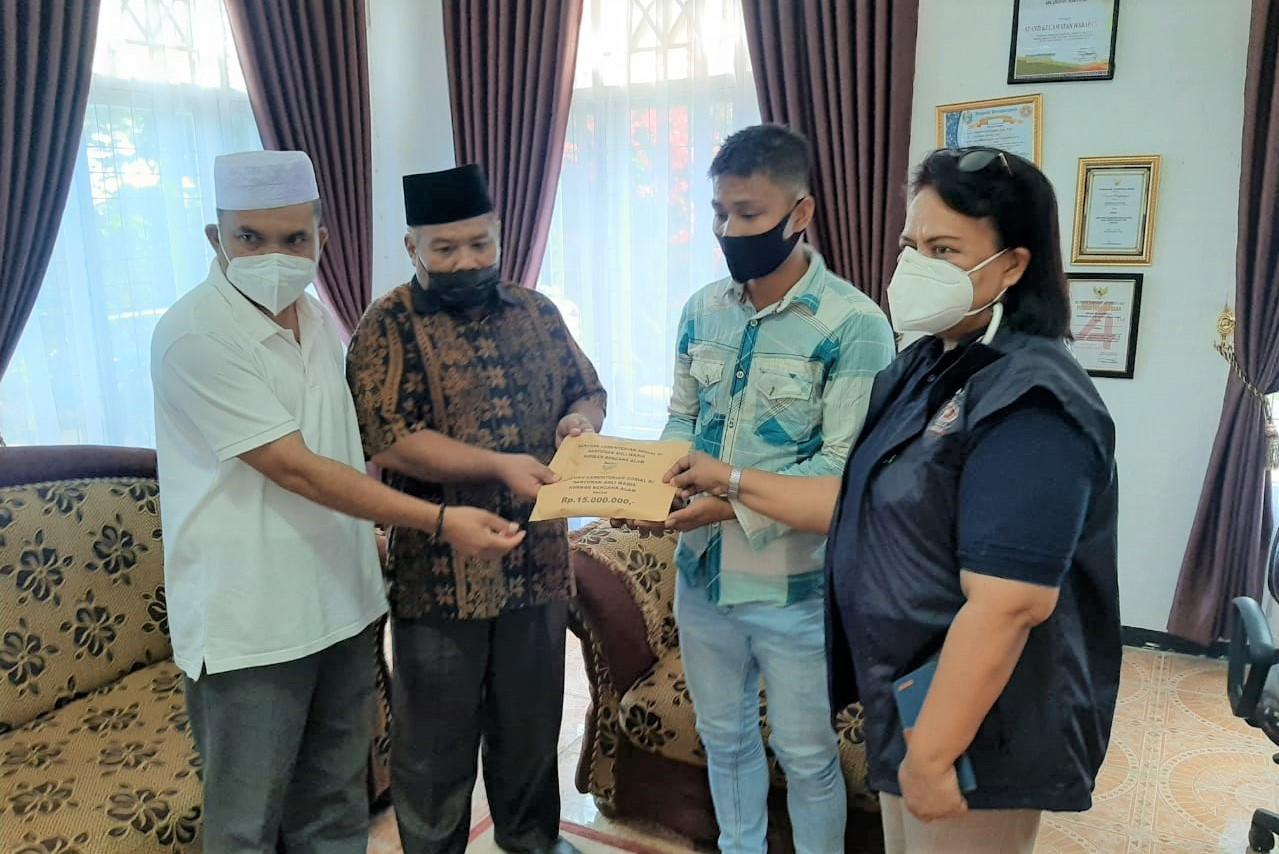 Sehari Jelang Idul Fitri, Kemensos Berikan Santunan bagi 12 Ahli Waris Bencana Longsor di Tapanuli Selatan