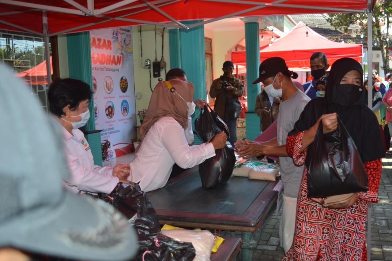 """Kartini"" Center of Temanggung Holds Ramadan Bazaar"