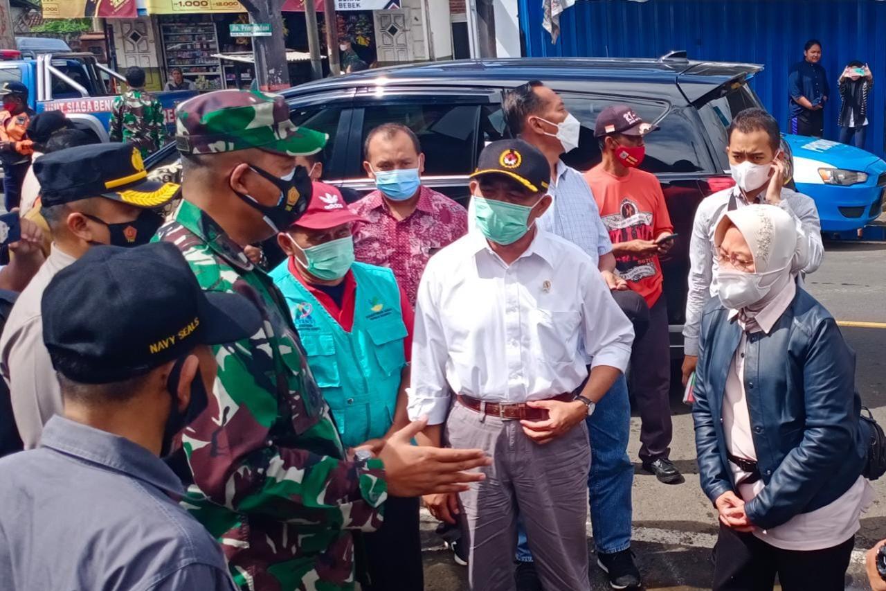 Bersama Menko PMK, Mensos Tinjau Posko Penanganan Bencana Kabupaten Malang