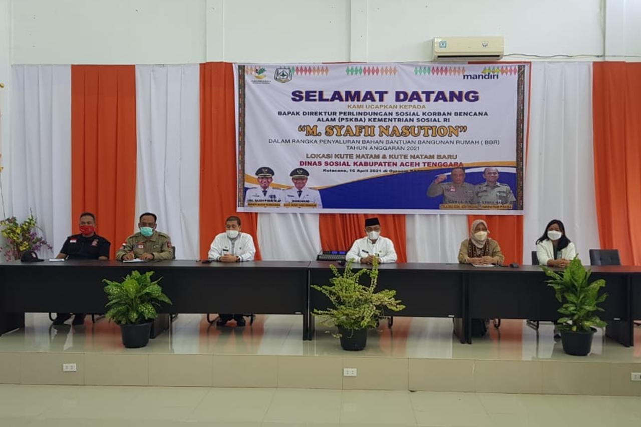 Penyaluran Bantuan BBR bagi Korban Banjir Bandang Aceh Tenggara