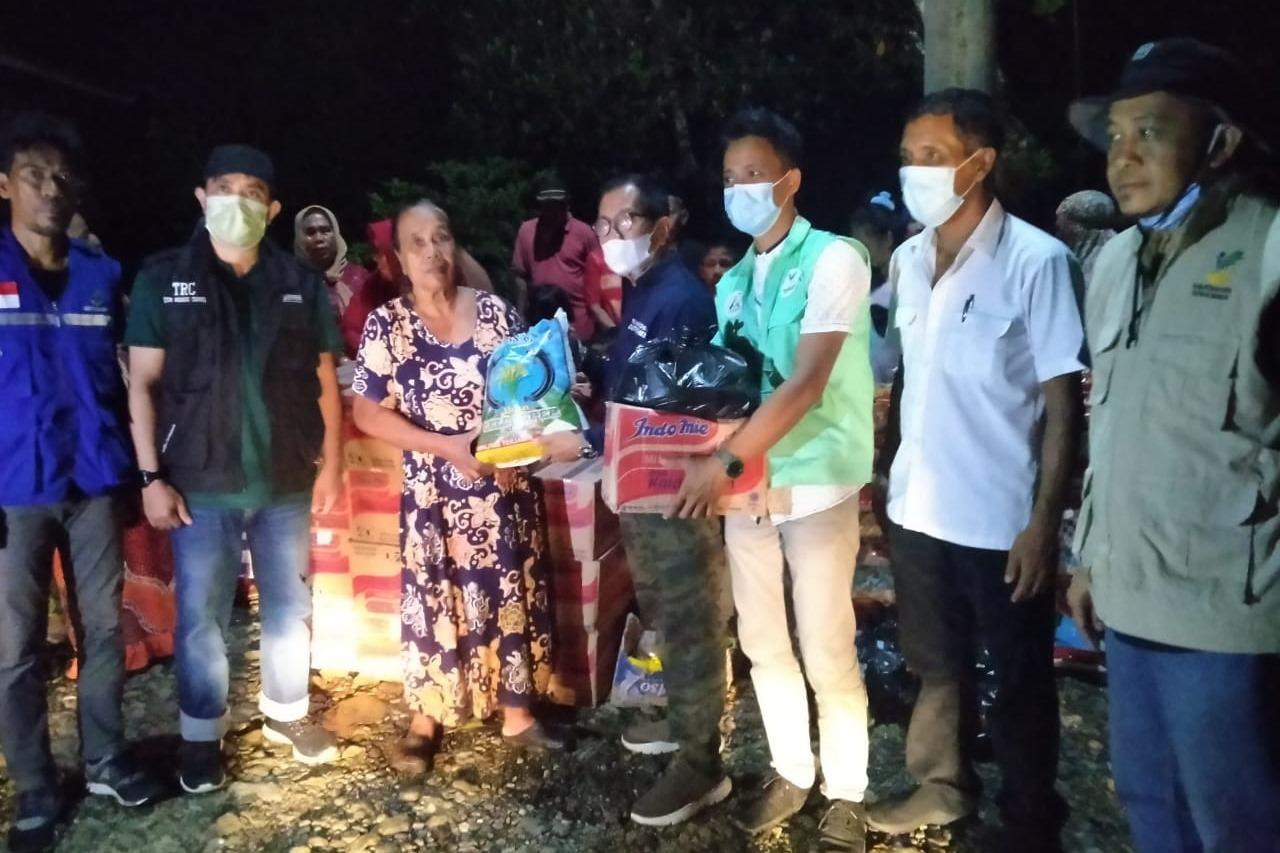 Kemensos Ulurkan Bantuan kepada Korban Banjir di Kabupaten Wajo