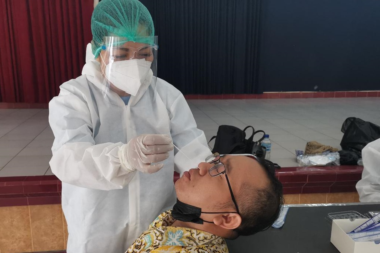 "Balai Besar ""Prof. Dr. Soeharso"" Tes Usap Antigen Pasca Idulfitri"